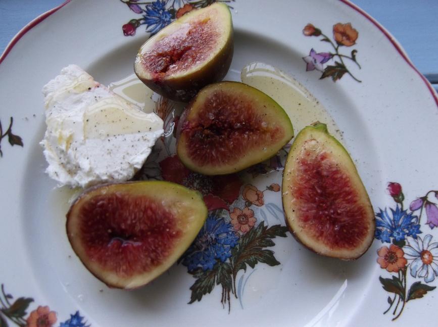 Figues fraîches, chèvre frais et l'huile de noix